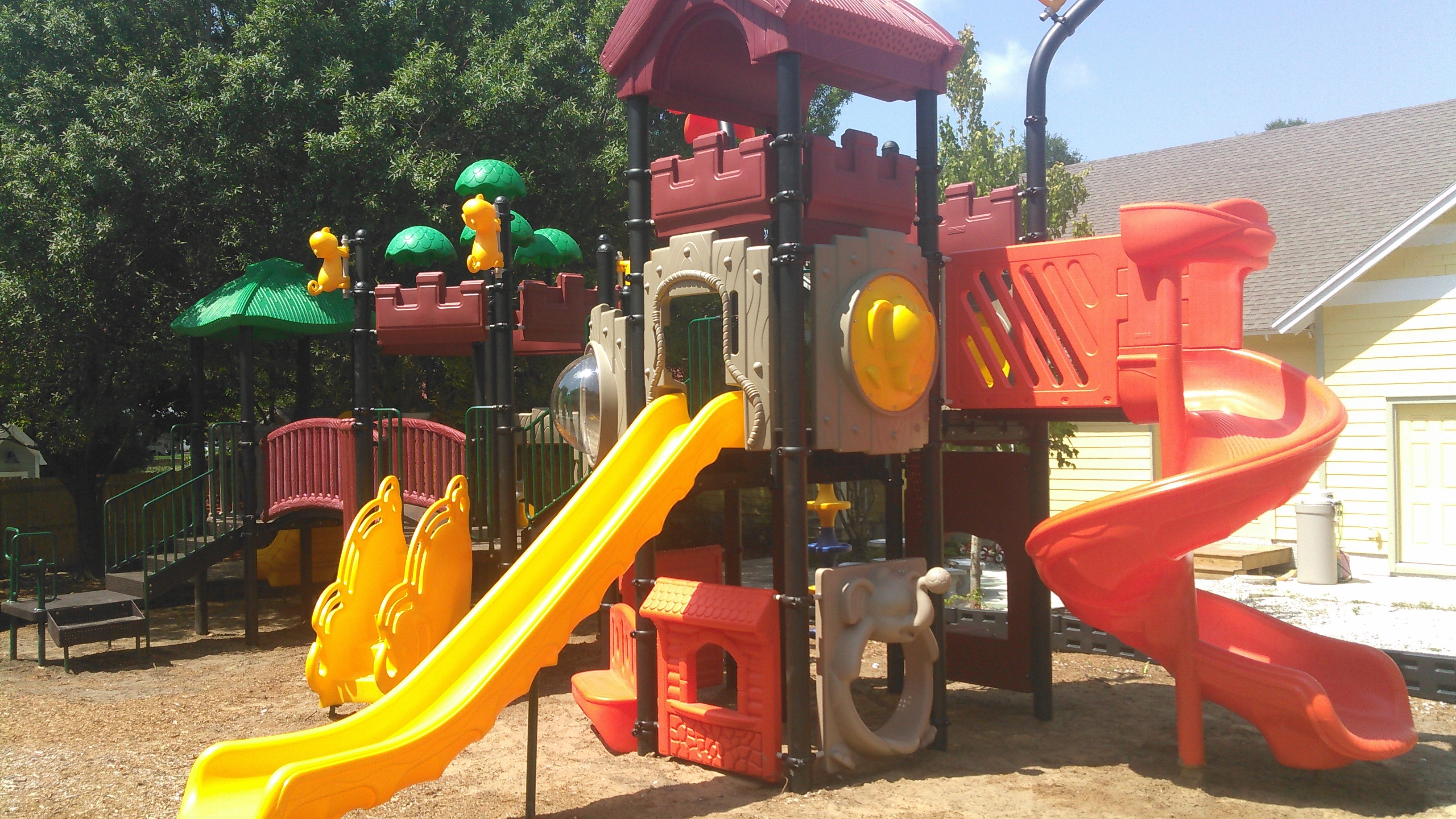 Home daycare playgrounds bing images for Playground equipment ideas