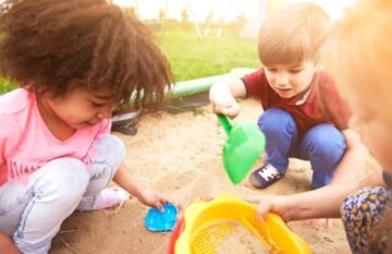 There are many benefits to free playtime and mental health and play time appear to be connected